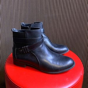 Anne Klein flex black leather ankle boots